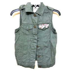 🌸🌸NWT Dolled Up Vest